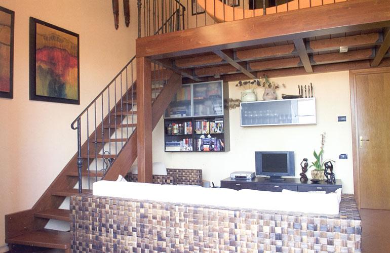 Scala a giorno con soppalco in legno for Stanza sopra il garage